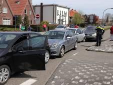 Vier auto's botsen op elkaar in Waalwijk