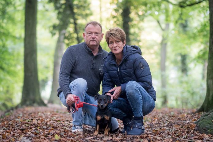 Olga de Boer en Johann Beuving zijn met hun hond Limo net op tijd naar de dierenarts gegaan, de hond had een eikel gegeten. Een dierenarts waarschuwt daarvoor.