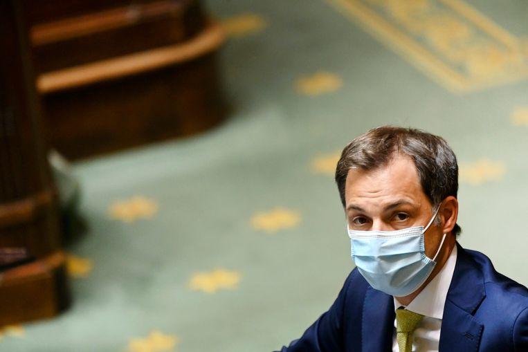 Peter De Roover: 'Premier De Croo die het halfrond verlaat wanneer een interpellatie tegen hem begint of maandenlang geen vragen in commissie beantwoordt. Hij komt er in de media mee weg.'  Beeld Photo News