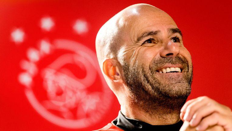 Ajax is een NV, Ajax moet geld verdienen. Is Ajax-coach Peter Bosz dan gek door ze buiten het elftal te laten? De Mos vindt van niet. 'Bosz moet winnen.' Beeld anp