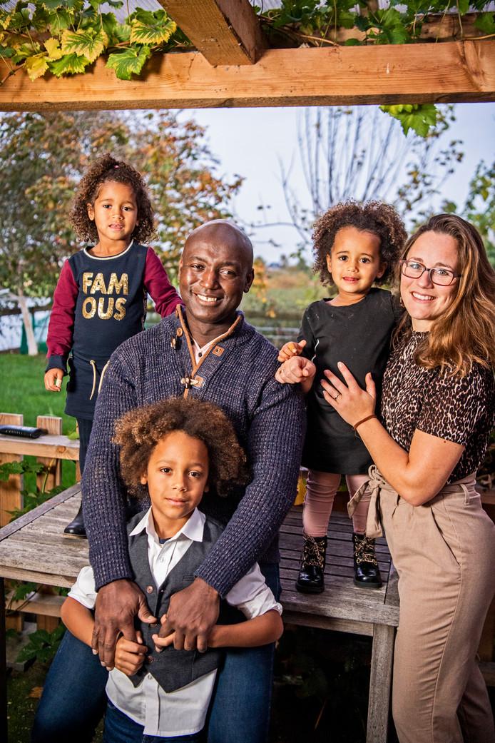 Marlon Etnel met zijn familie.