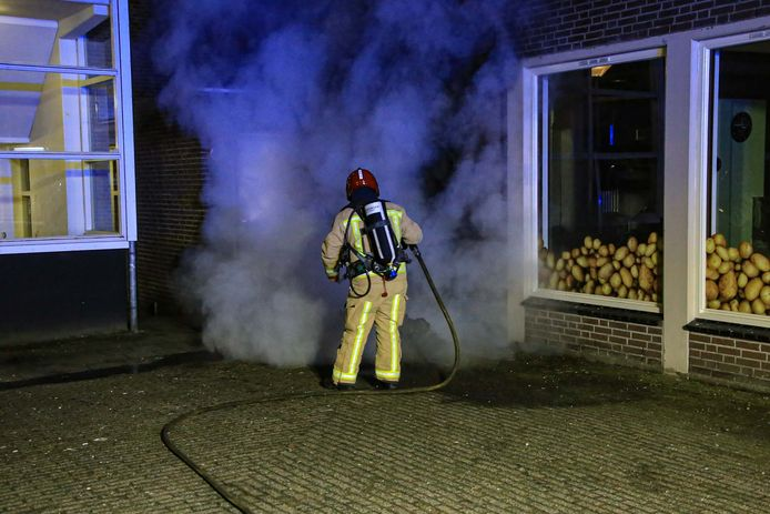 Brand bij cafetaria aan het Utrechtplein in Helmond.