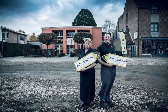 Zaakvoerders Isolde en Dimitri Schoofs van 'De Kiekenbakker'.