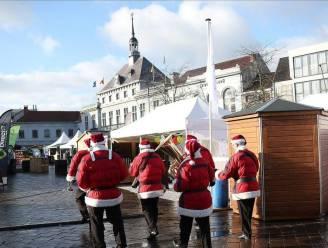 De kerstmarkt breidt uit naar De Vrijheid, maar moet daar 2 uur vroeger dicht dan op de Grote Markt