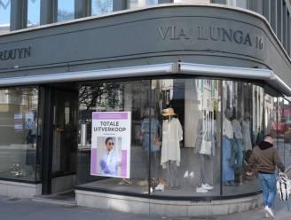 Via Lunga in Lange Steenstraat houdt totale uitverkoop