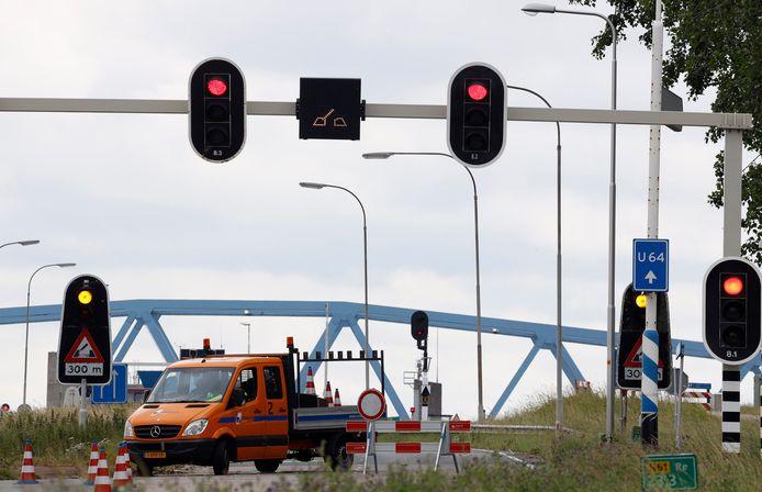 Stremming brug bij Sluiskil door technisch probleem, juni dit jaar.