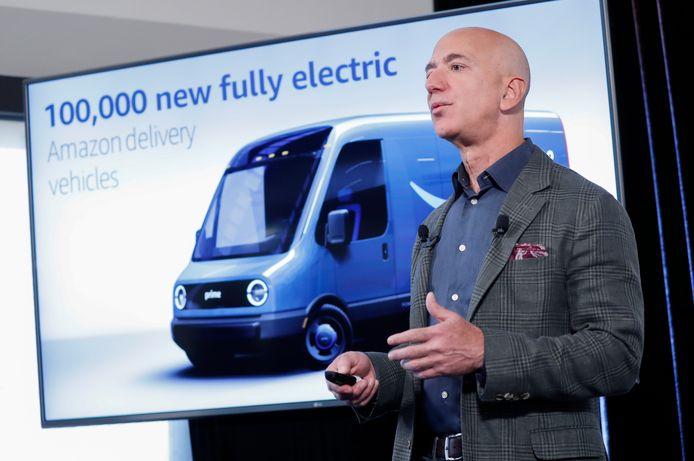 Amazon CEO Jeff Bezos bij de presentatie van de ambitieuze plannen.