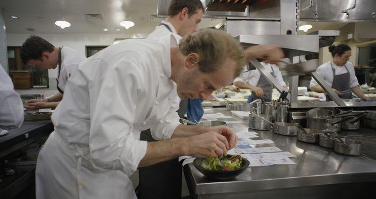Dan Berber. De Amerikaan kookt volgens het principe 'we eten wat het land oplevert.' Beeld Netflix