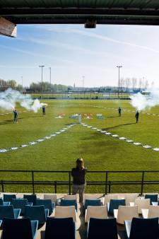 160 shirts in hartvorm bij SC Woerden: 'Hand in hand gaan we deze coronacrisis bestrijden'