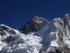 Embouteillage d'alpinistes sur le mont Everest