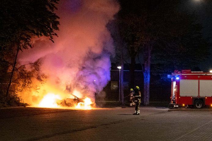 Auto brandt uit in Nijmegen.