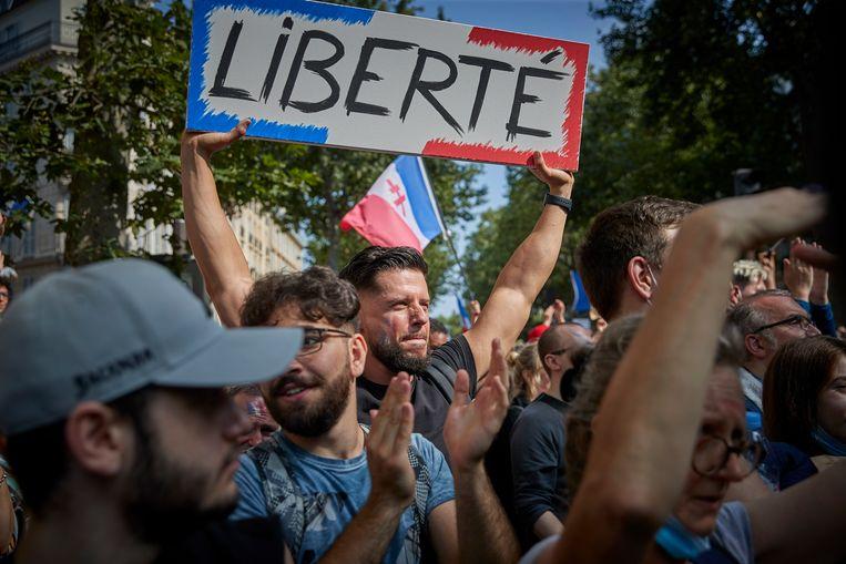 De demonstranten vinden dat deelname aan het maatschappelijk leven onmogelijk wordt zonder vaccin of negatieve test.  Beeld Getty Images