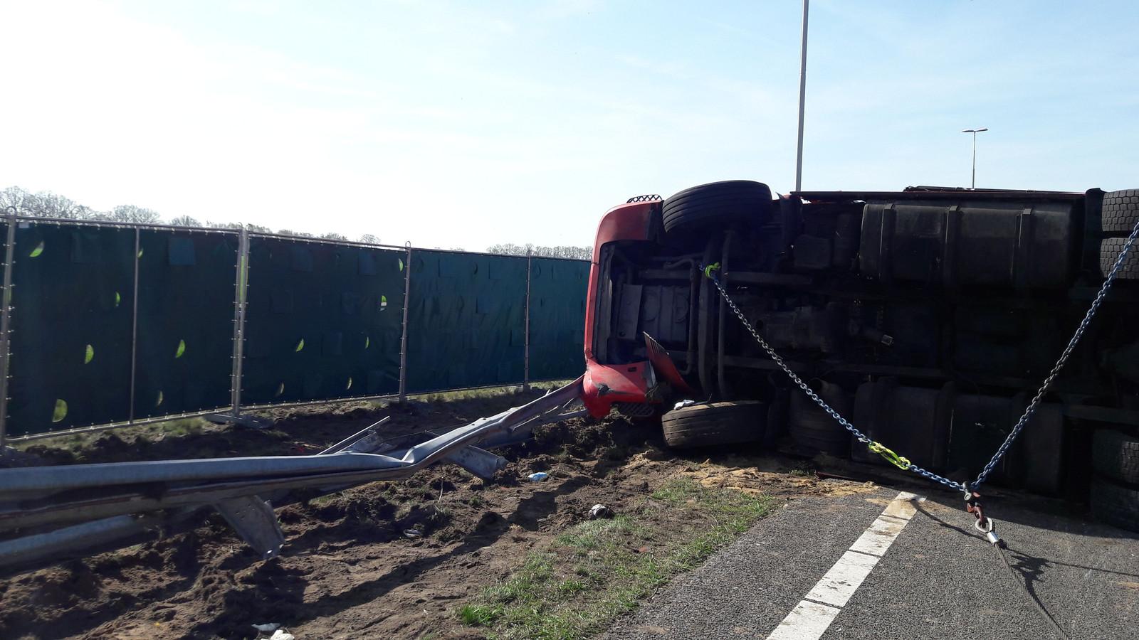 Schade aan de vangrail door het ongeluk.