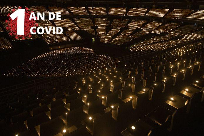 """Des bougies allumées par milliers au Sportpaleis d'Anvers, en février, lors de la campagne """"Lights for Live"""" en faveur du fonds de solidarité LIVE2020"""