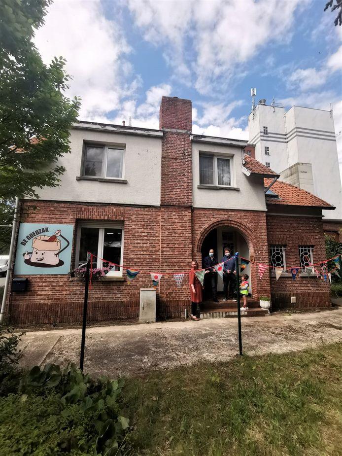 De verpakkingsvrije winkel is gevestigd in de oude conciërgewoning van de maalderij.