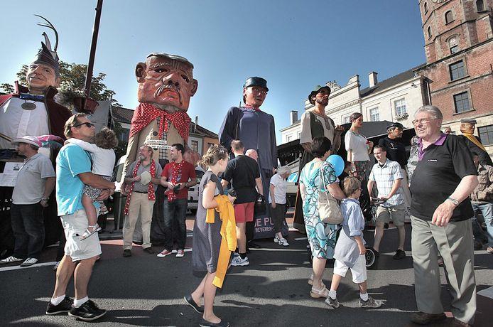 75887 Menen Wieltjesfeesten: reuzenstoet  in 2011