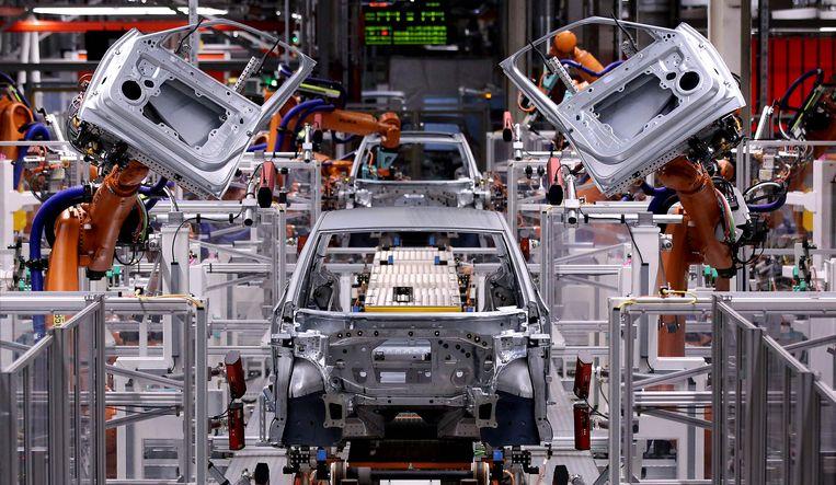 De productielijn van Volkswagen in het Duitse Zwickau. Beeld AFP