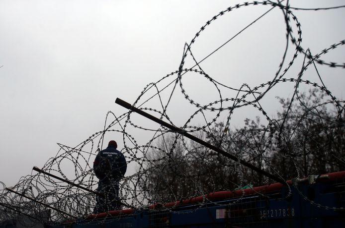 Het hek op de grens met Servië