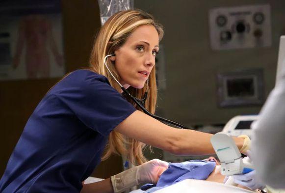 Kim Raver mag permanent terugkomen als dokter Teddy.