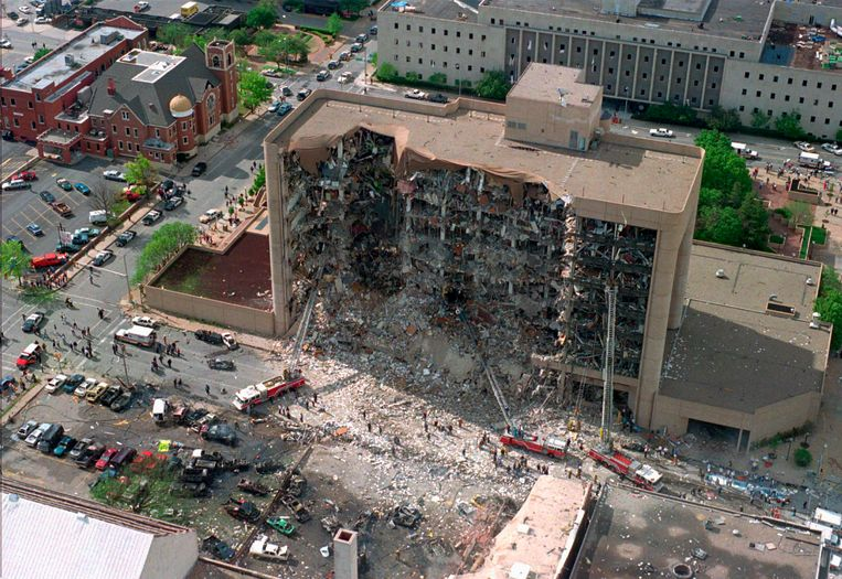 """Jones over de bomaanslag in Oklahoma, 1995: """"De overheid zit hierachter!"""" Beeld AP"""