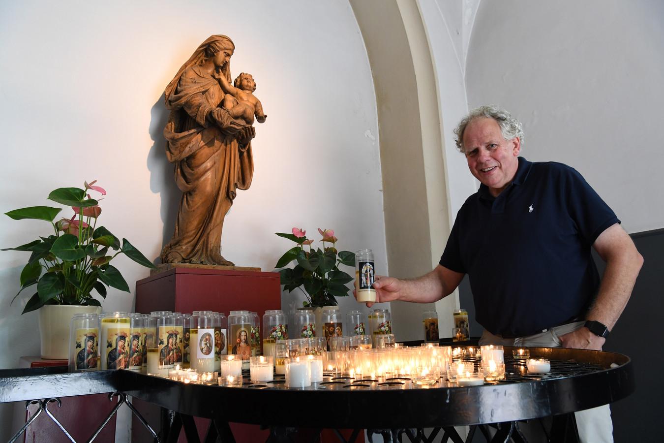 Jos van Bussel in de kapel van Hilvarenbeek.