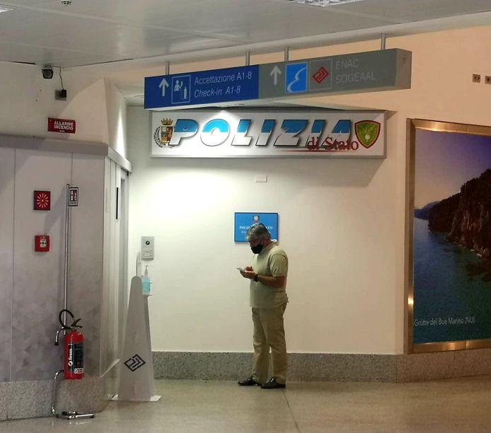 Het politiekantoor op de regionale luchthaven van Alghero (Sardinië)  waar Carles Puigdgemont na de landing naar toe is gebracht.