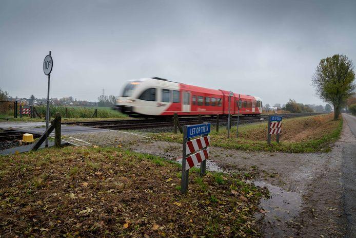De spoorlijn tussen Geldermalsen en Elst maakt mogelijk plaats voor een busbaan en snelfietspad.