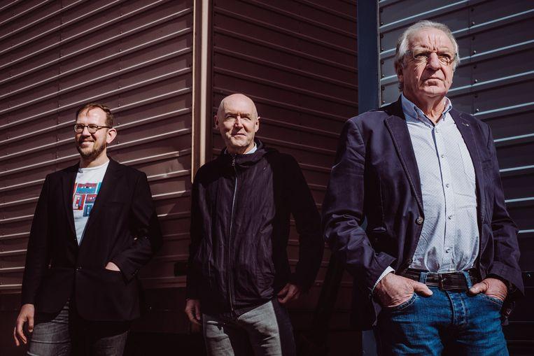 Klaar voor de échte start van het wielerseizoen:  VRT-wielercommentatoren Christophe Vandegoor, Michel Wuyts en José De Cauwer. Beeld Wouter Maeckelberghe