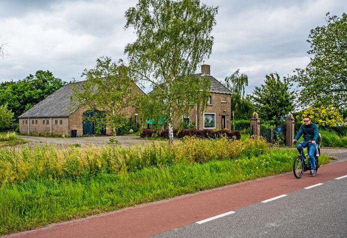 De verouderde hoeve in Zevenhuizen die dit jaar wordt verbouwd tot een recreatieve stadsboerderij.