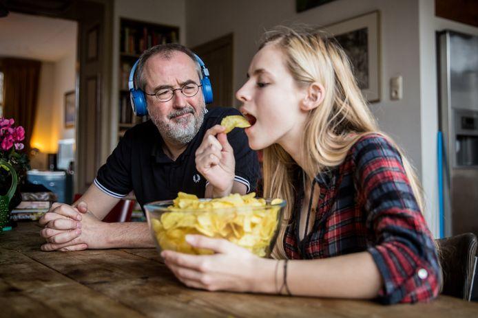 Ronald Giphart vindt het heel vervelend als mensen te luidruchtig eten.