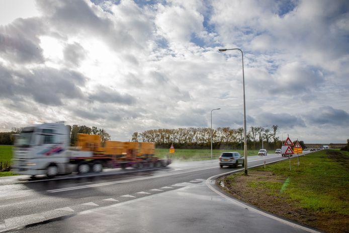 De uitrit van het tankstation langs de Maas en Waalweg bij Afferden.