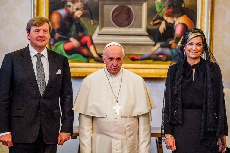 Koning Willem-Alexander en koningin Maxima in het Apostolisch Paleis in het Vaticaan op audiëntie bij paus Franciscus. Beeld anp