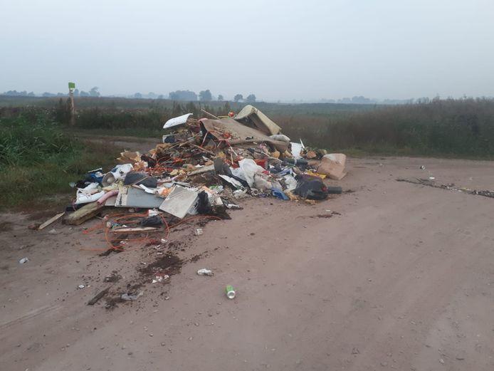 In Bennekom is illegaal bedrijfsafval gedumpt.