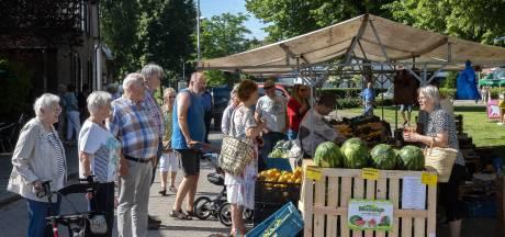 Inwoners Acht ontmoeten elkaar bij nieuwe markt op dorpsplein