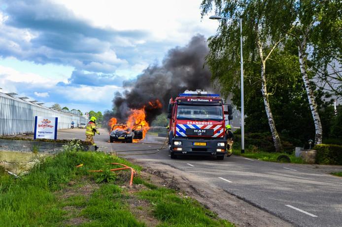 Op de Bergerdensestraat in Huissen is zondagavond een auto volledig uitgebrand.
