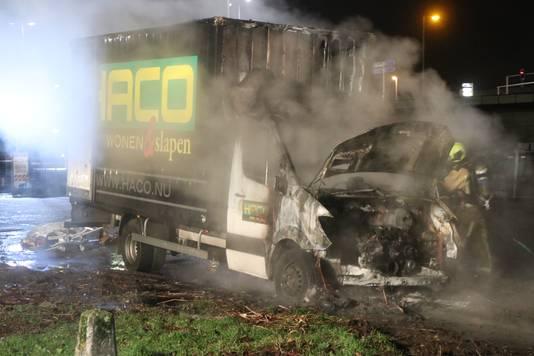In Zoetermeer ging een vrachtwagen verloren door een brand