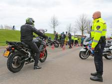 Al tientallen motorrijders beboet bij strengere controles op (onder meer) de Lekdijk