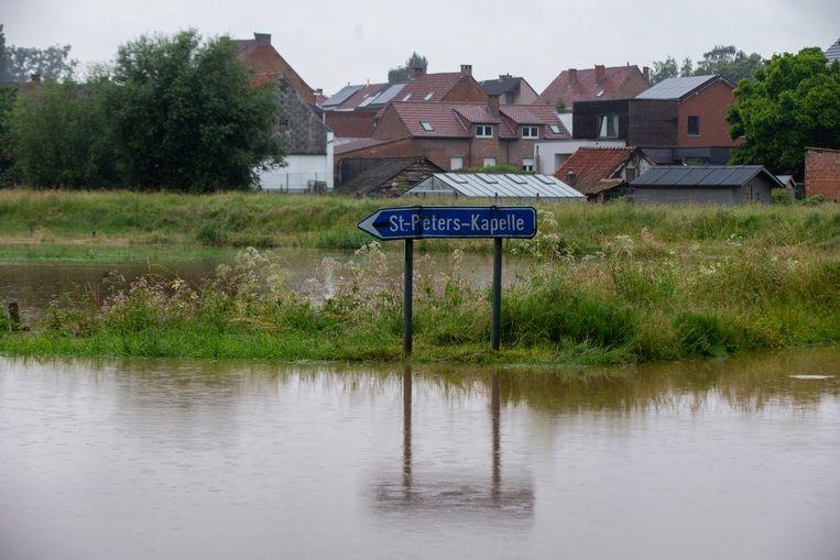 In delen van Vlaanderen, zoals hier in Herne, viel overvloedig veel regen.  Beeld BELGA