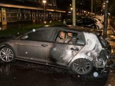 Auto zwaar beschadigd door brand in Arnhem