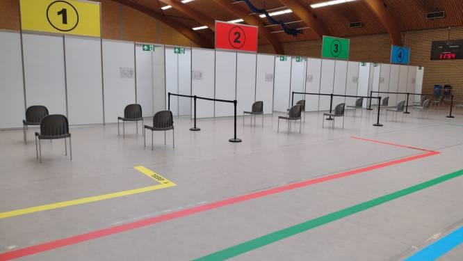 Vaccinatiecentrum al zeker tot 15 oktober in sporthal: gemeente zoekt oplossing voor verenigingen