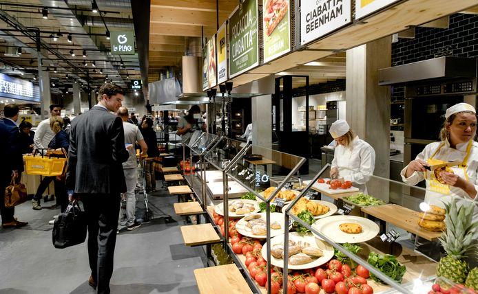 Vers bereide producten staan in het zicht in de Jumbo Foodmarkt, zoals hier bij Utrecht.