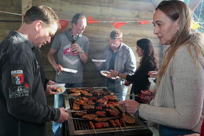 Barbecue van Stichting Relax in De Heen. Archieffoto