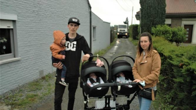 """Werkzaamheden bemoeilijken toegang tot het huis van jong gezin: """"Met twee zieke baby's en een peuter door de regen naar de dokter"""""""