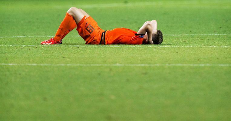2013-06-15 PETACH TIKVA - Marco van Ginkel van Jong Oranje verwerkt het verlies tegen Jong Italie na de halve finale van het EK voetbal onder de 21 in het HaMoshava stadion. ANP KOEN VAN WEEL Beeld null