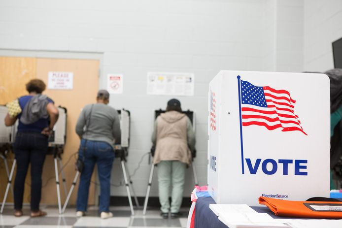 Mensen brengen vervroegd hun stem uit in Atlanta, Georgia.