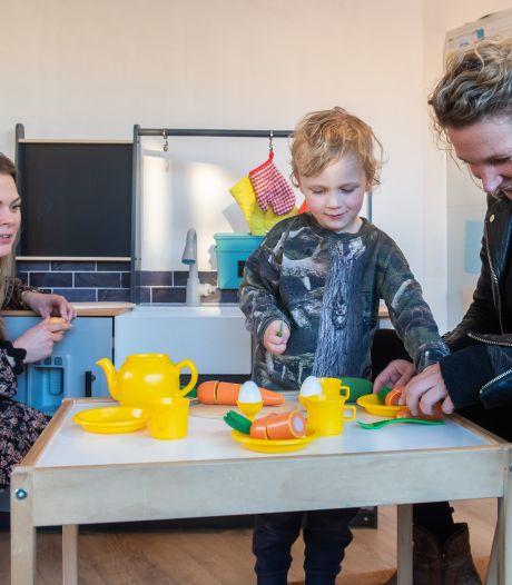 Bij de Bredase 'gezonde kinderopvang' Devi Kids doen kinderen aan yoga en eten ze havermout