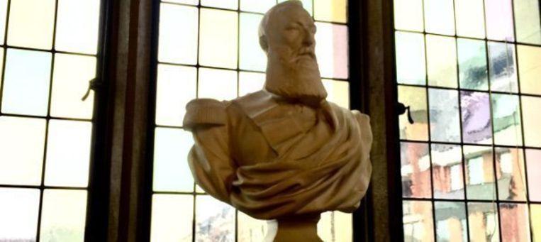 Het borstbeeld van Leopold II in de Leuvense universiteitsbibliotheek. Beeld RV