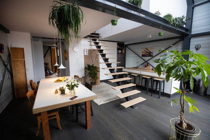 Patrick Wiersma en Marieke Bos wonen in een ultramoderne nieuwe woning in Nijmegen, gemaakt van staal.