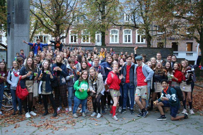 De groep klaar om naar school te vertrekken