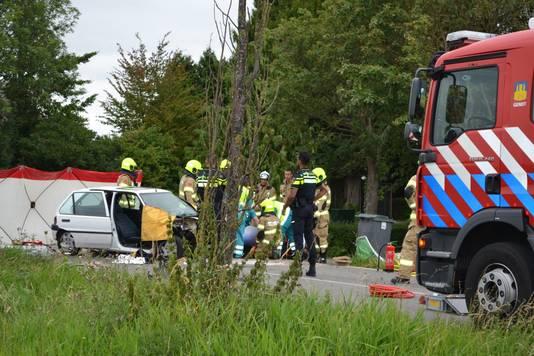 Op de Krakkedel in Doornenburg botsten twee auto's tegen elkaar.
